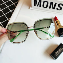 Load image into Gallery viewer, MOLAUNA - Rimless Square Sunglasses