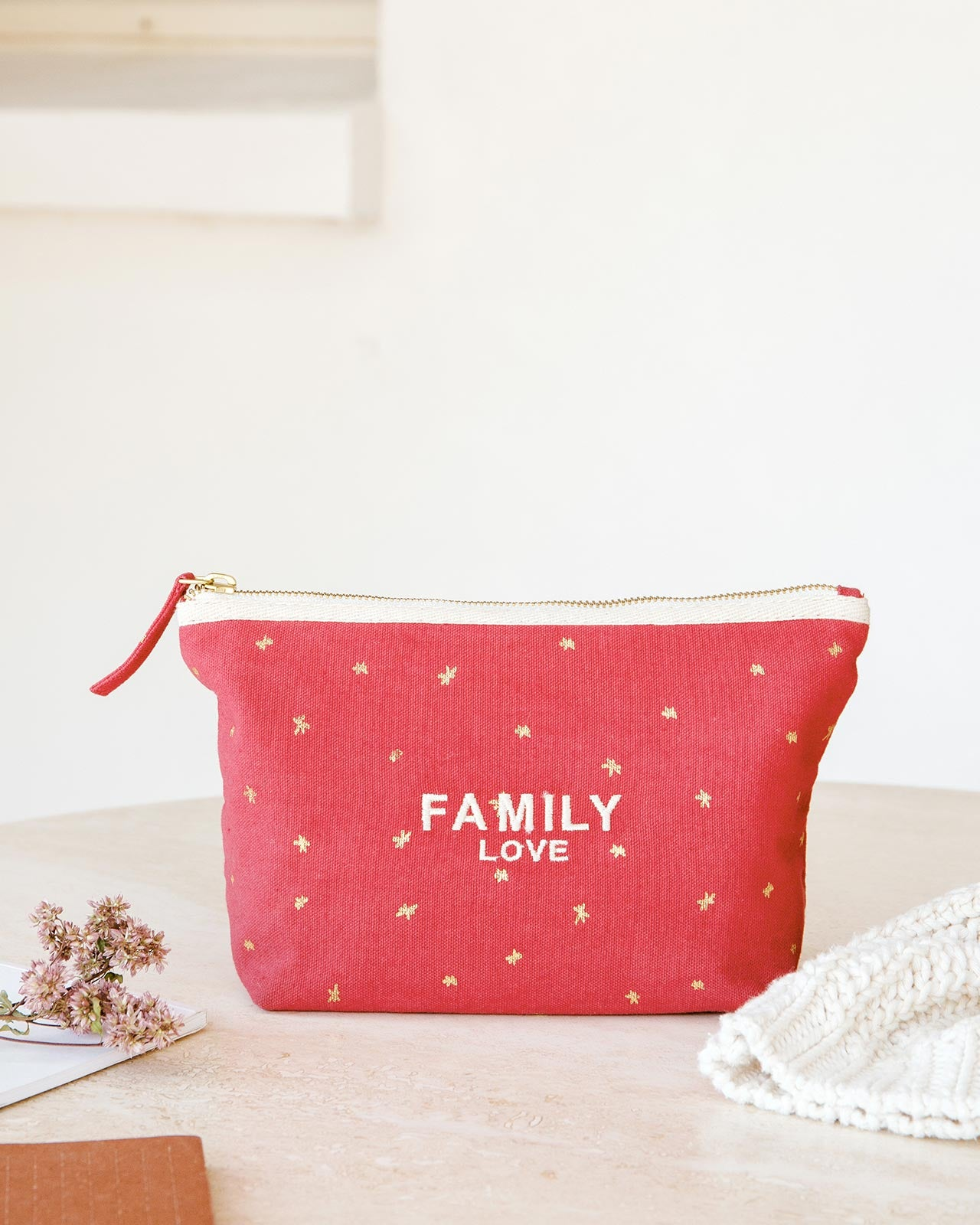La pochette brodée Family love rouge