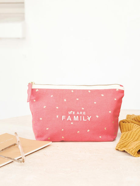La pochette brodée We are family rose blush