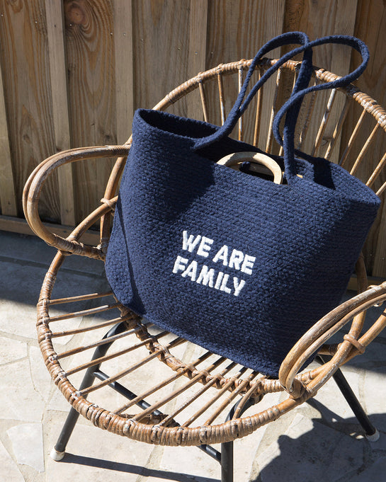 Le panier brodé We are family - navy