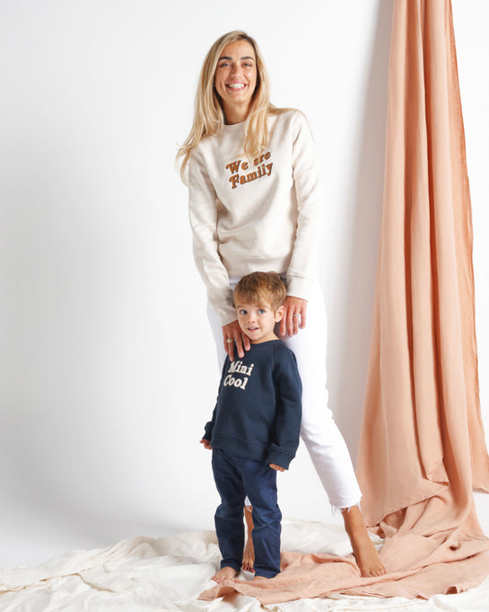 Le sweat We are family femme en coton bio - beige chiné
