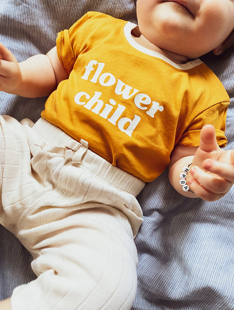 Le t-shirt Flower child en coton bio - mangue