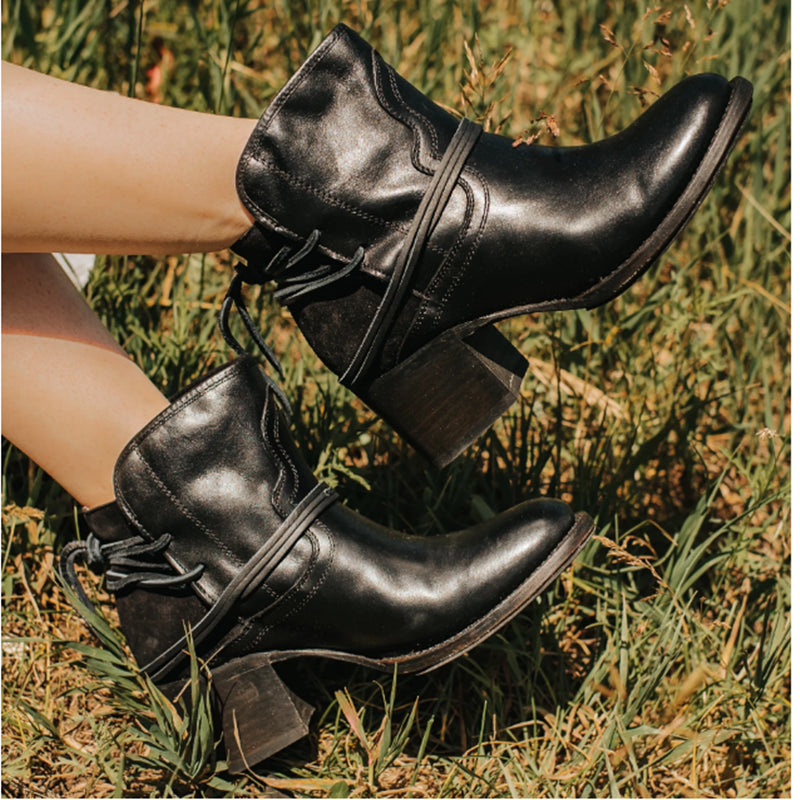 Women's Retro Lace Up Heel Boots