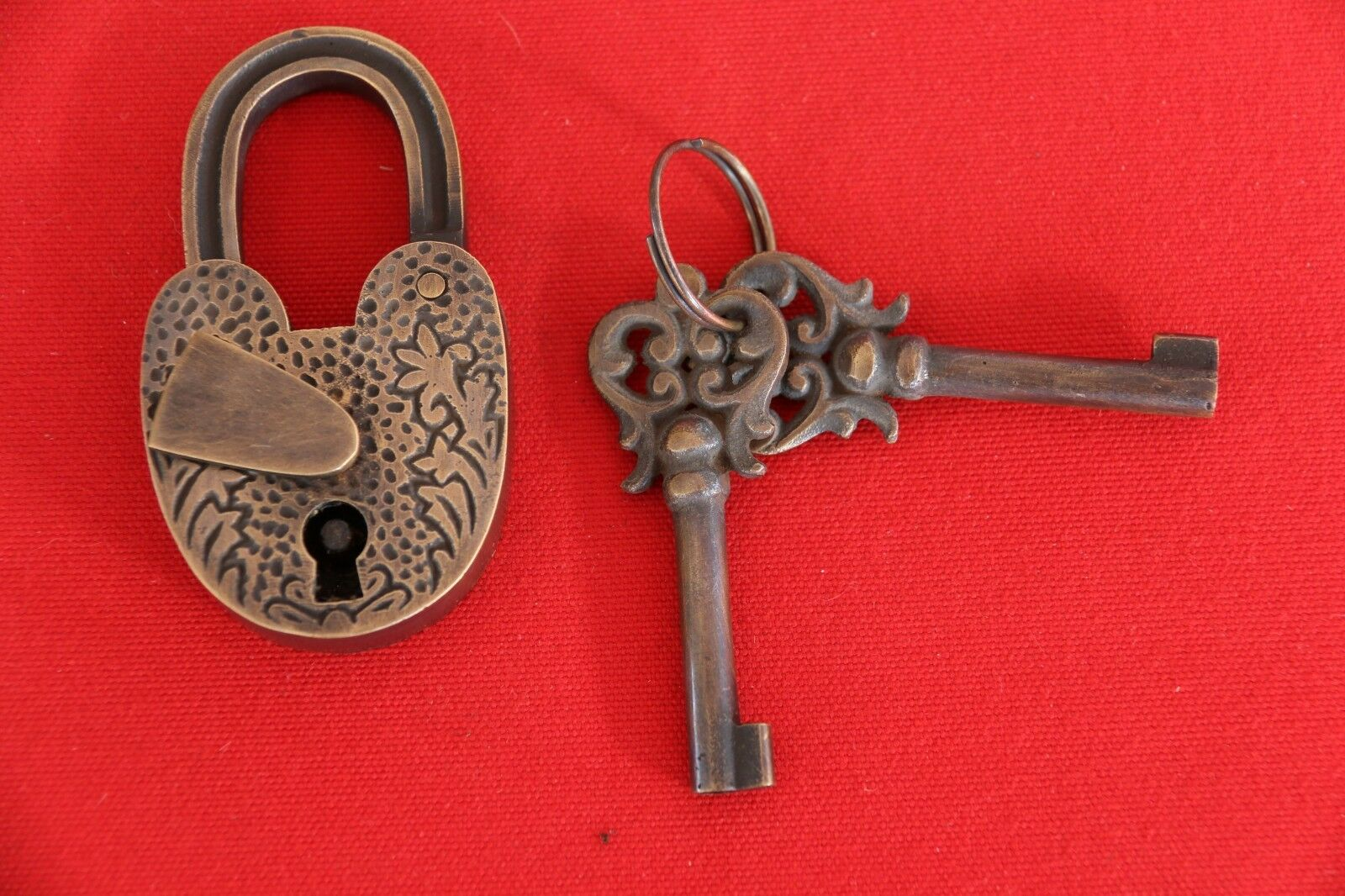New BRASS Ornate Antique Style Padlock + 2 Decorative Key - Furniture Accessorie
