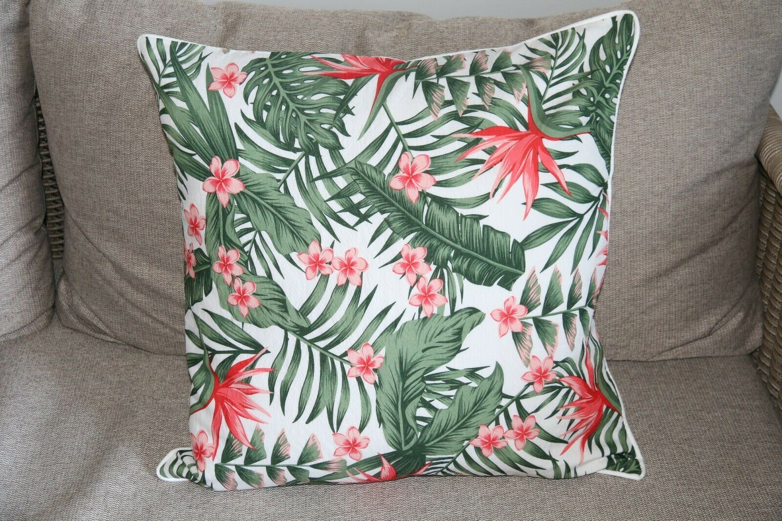NEW Tropical Cushion Cover - 2 sizes 40 x 40cm or 50 x 50cm (Cover ONLY)