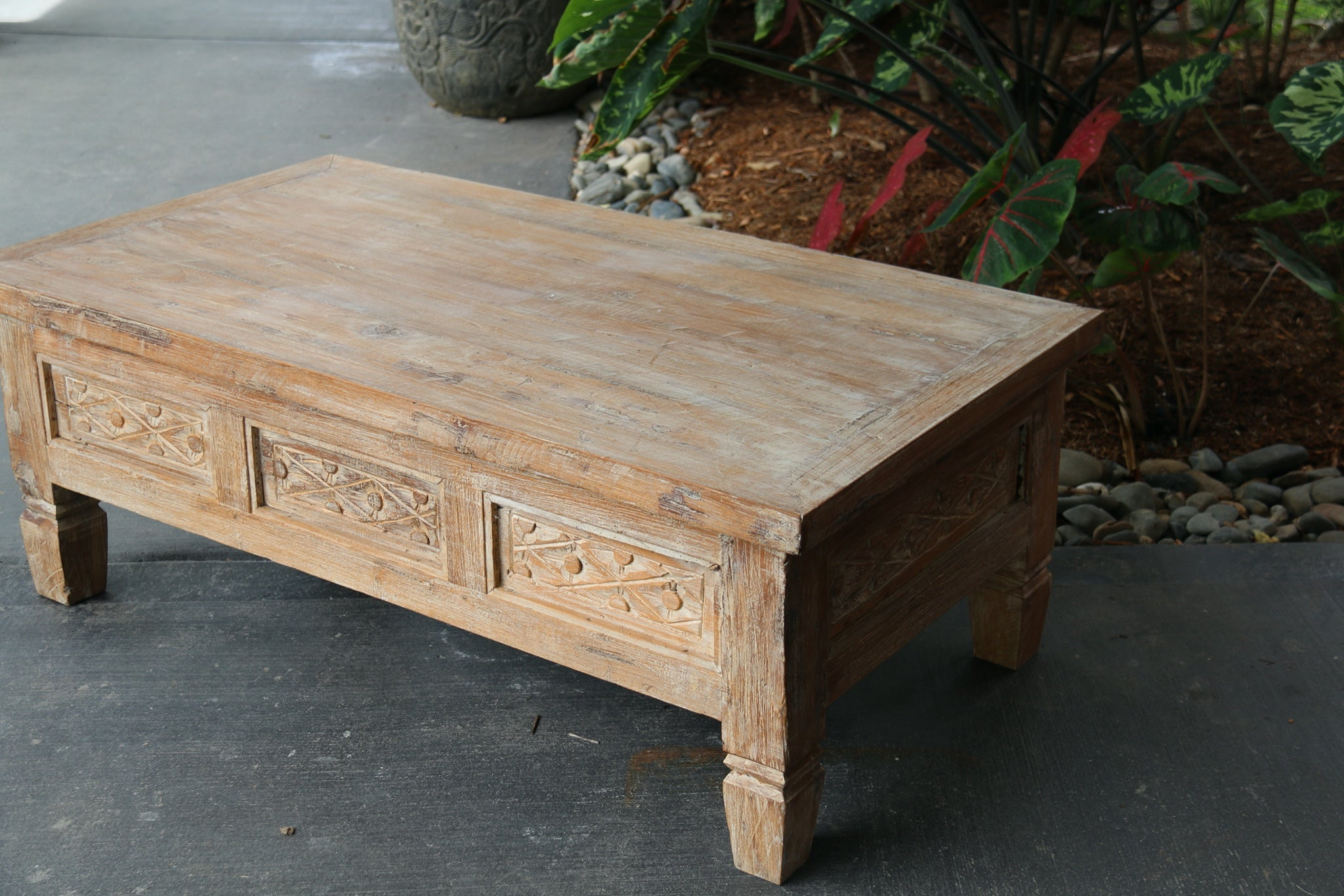 NEW Beautifully  Hand Carved & Crafted TEAK WOOD Balinese Coffee Table