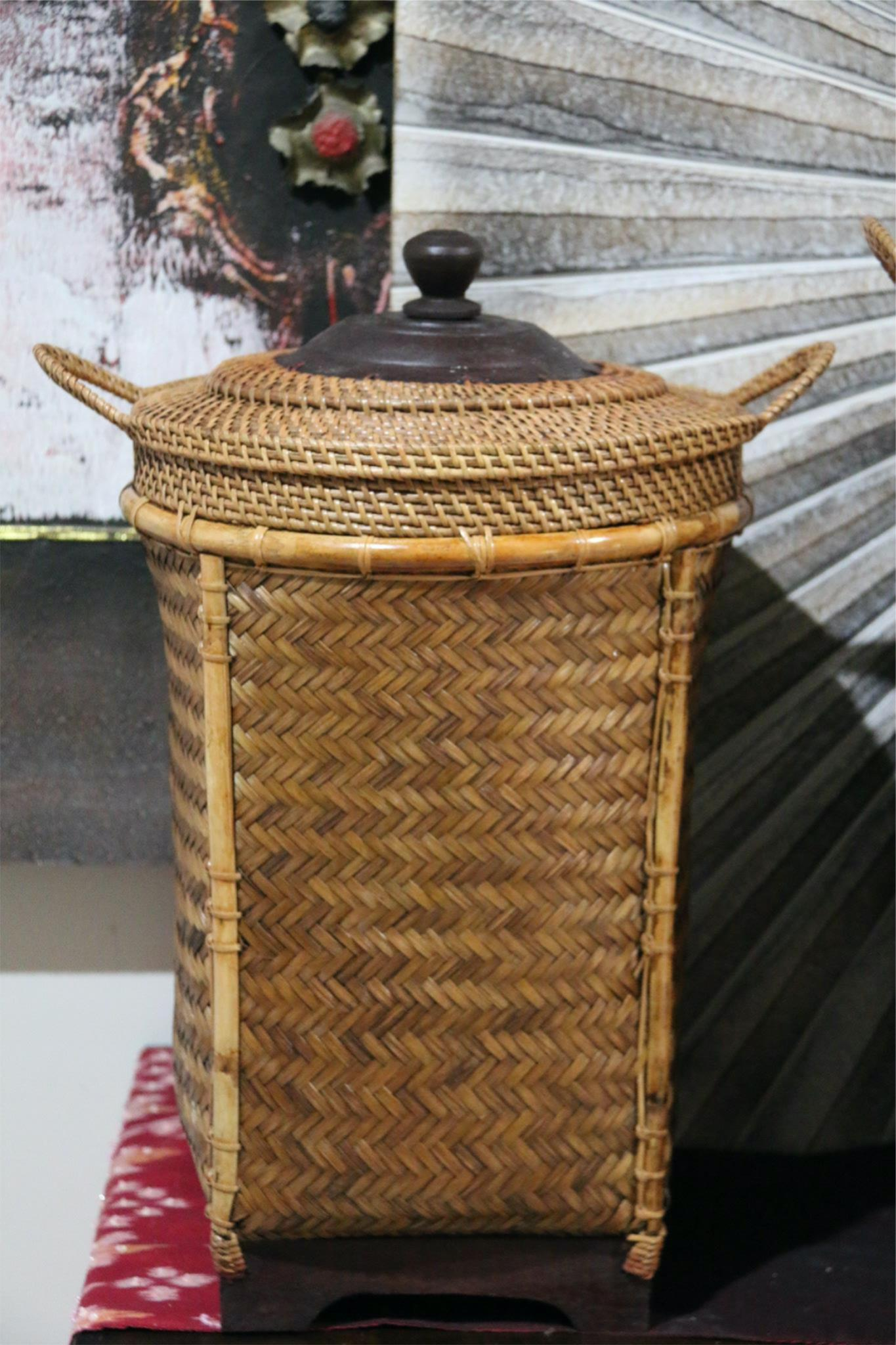 NEW BALINESE HAND WOVEN BAMBOO / RATTAN LAUNDRY BASKET WITH LID