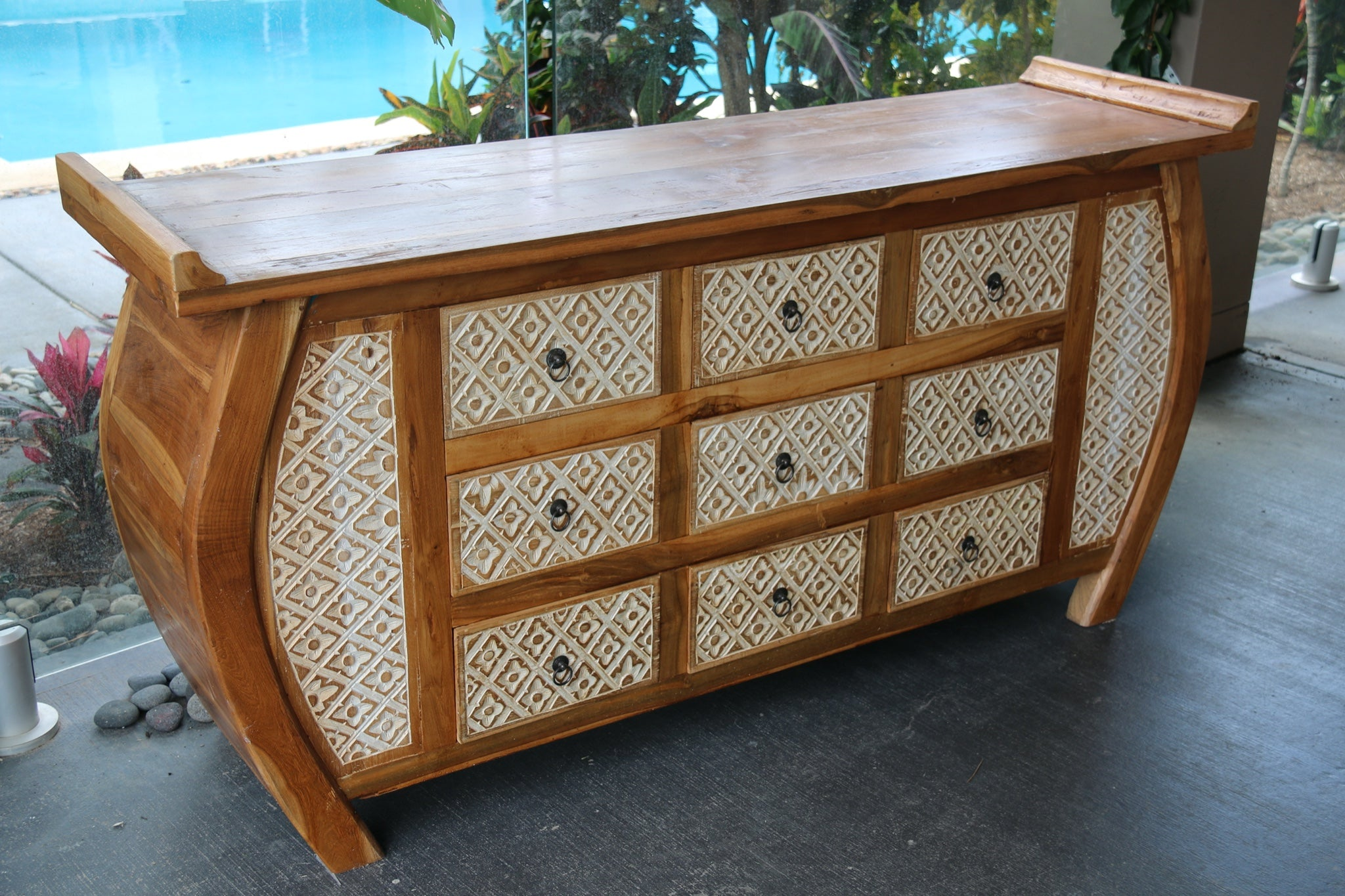 NEW BEAUTIFULLY HAND CARVED & CRAFTED TEAK WOOD BALINESE SIDEBOARD/BUFFET UNIT