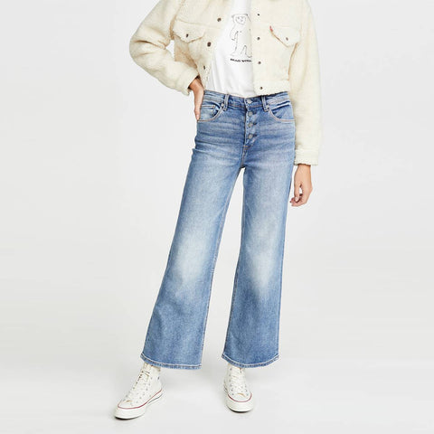 Mum jeans and sneakers Mom Jeans