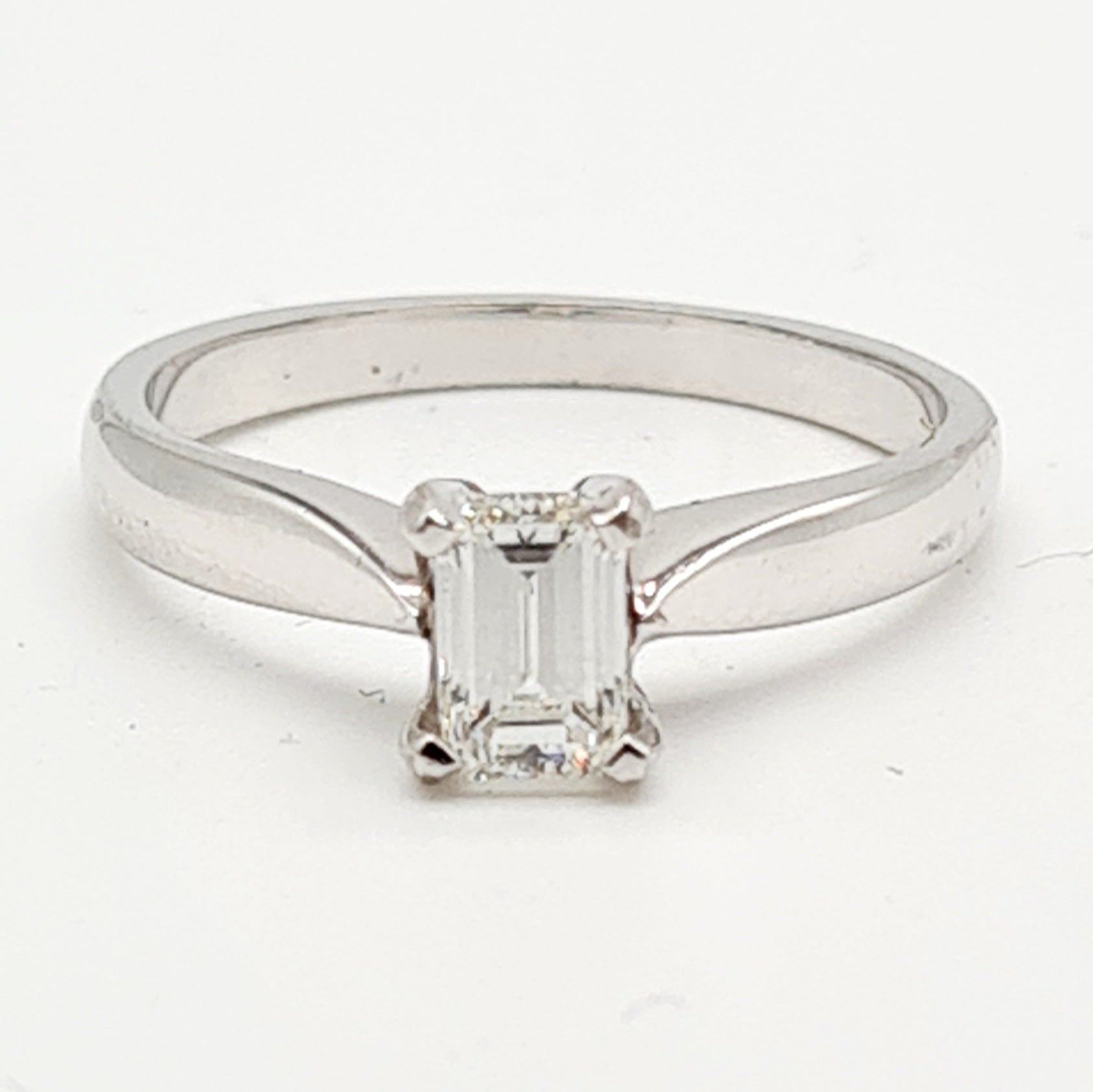 18ct White Gold Emerald Cut Diamond Ring (0.50ct)