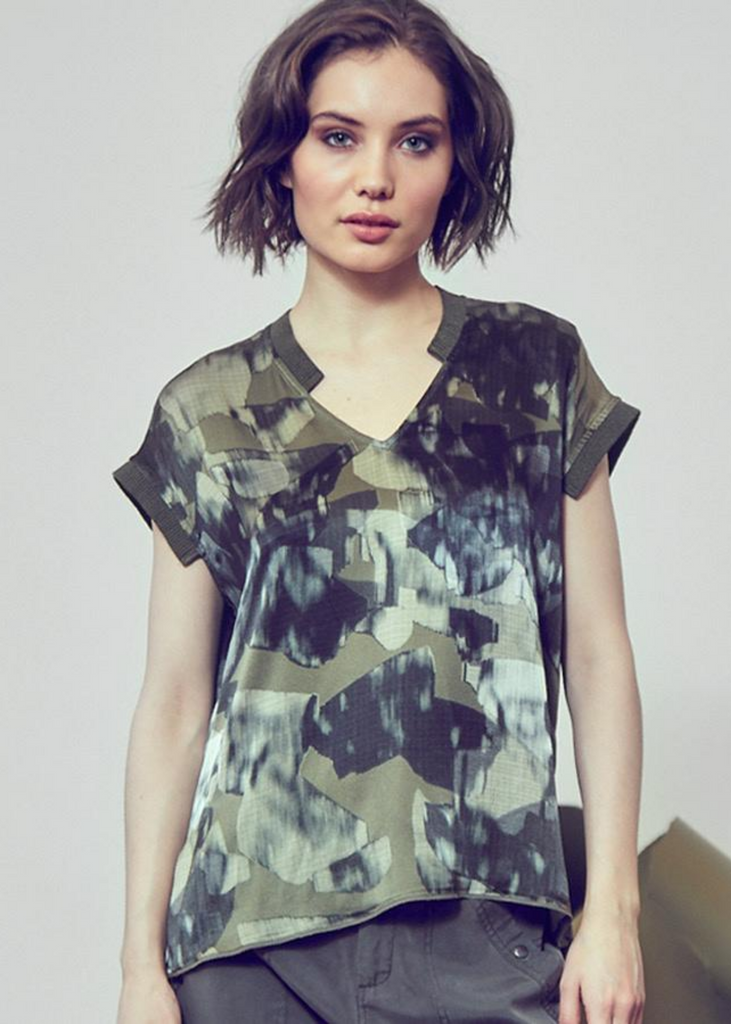 Carriage House Washable silk go anytime printed short sleeve tee in green