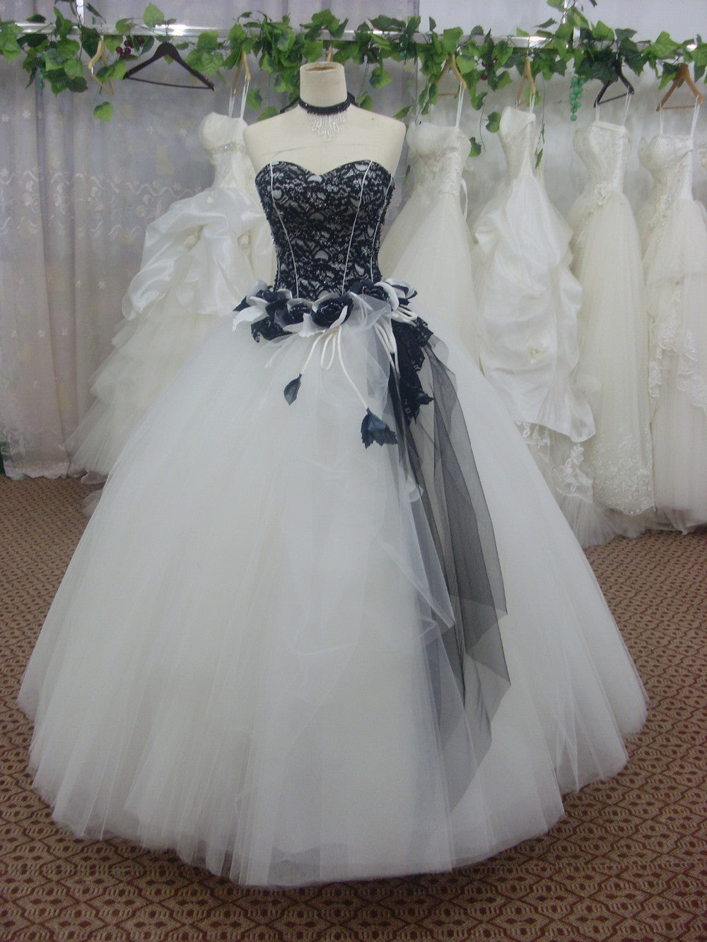 2016 Black and White Tulle Ball Gown Wedding Dress Bridal Gowns/Prom Dresses SL-3940