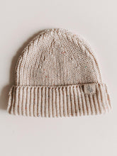 Laden Sie das Bild in den Galerie-Viewer, TINY SPRINKLE BEANIE