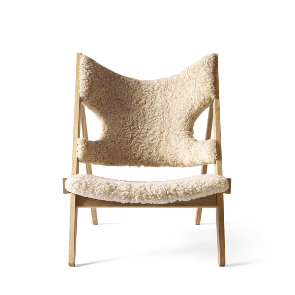 Menu - Knitting Chair - Lænestol - Natur eg m. Sheepskin - Natur