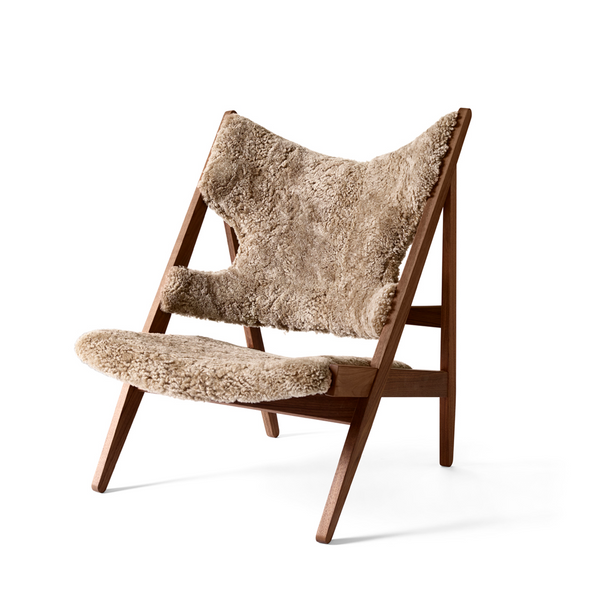 Menu - Knitting Chair - Lænestol - Valnød m. Sheepskin - Sahara