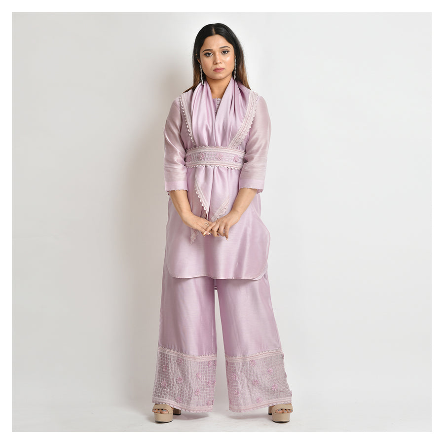 Phulwari - Chanderi Short Kurta Set With A Scarf And A Belt