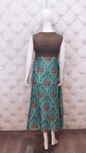 Load image into Gallery viewer, Long Printed Kurti With Heavy Neck Latkan