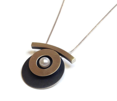 Mar Jewelry - Circular Silver Pendant with Pearl