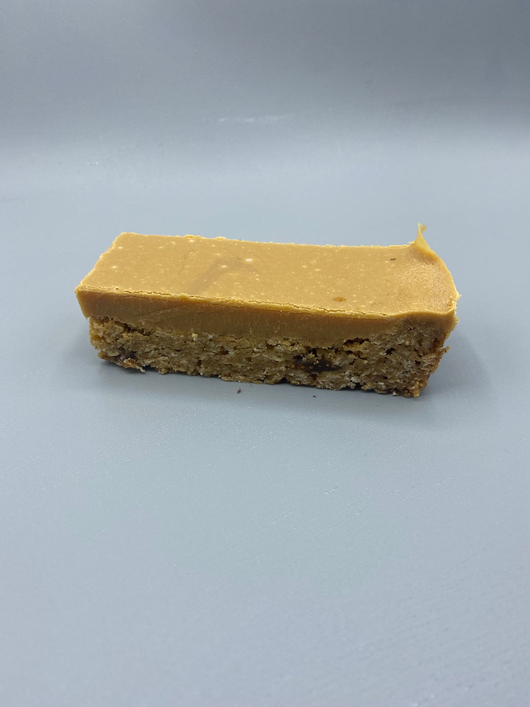 Caramelised White Chocolate, Oat & Fig Bar. (GF)
