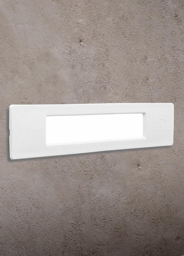 LÁMPARA STEPLIGHT EXTERIOR DE PARED LED NINA WHITE OPAL FUMAGALLI DE 8.5W 3000K