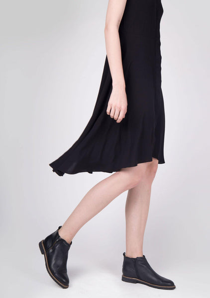 Chlea Inverted V-cut Collar Dress in Black