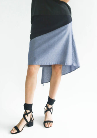 RAVELLO BACK DRAPED BUTTON DETAIL SKIRT IN NAVY CLOUD