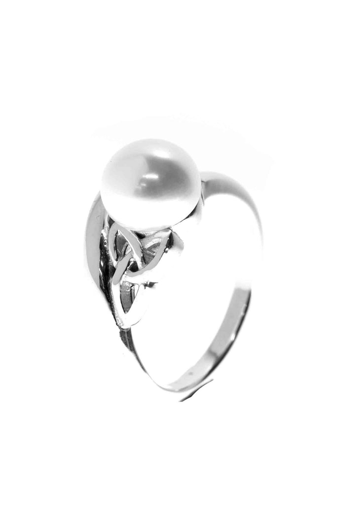 Celtic Jewellery | pearl and triskellion ring | Purity and beauty