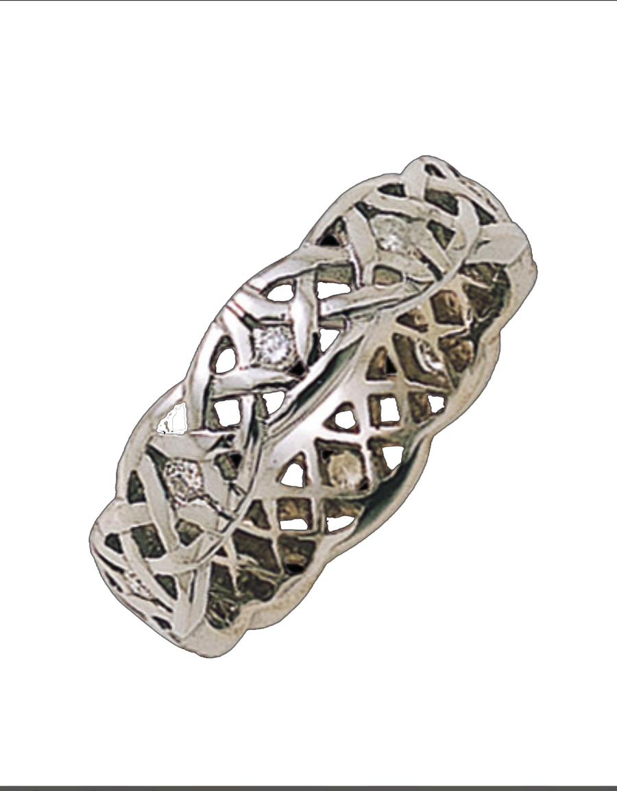 Celtic knot wedding band | Diamond Dreams are yours