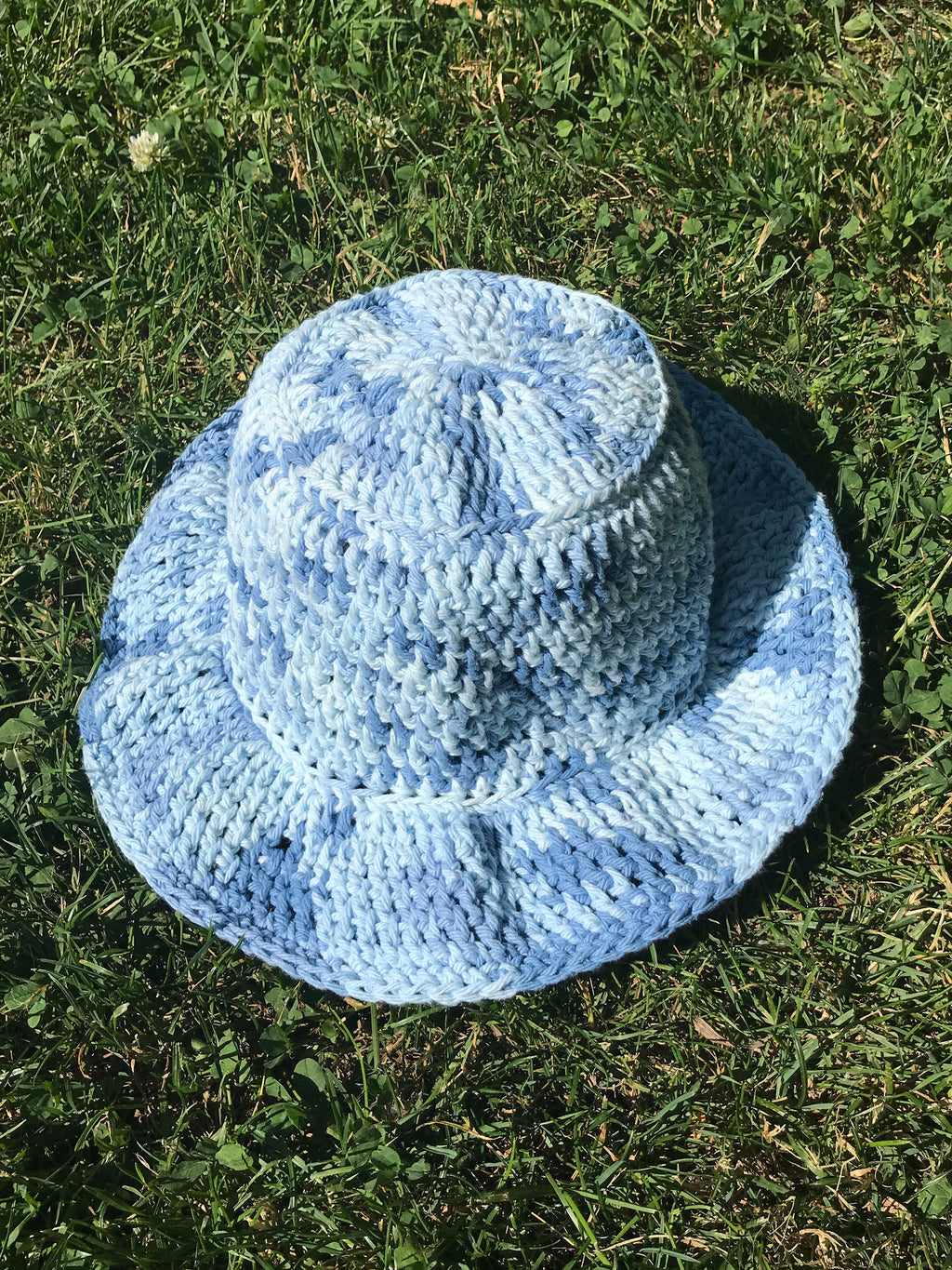 handmade crochet bucket hat in light blue spacedye space dye tie dye pattern100% cotton yarn wavy ruffle brim spring summer hat etsy depop pintrest urban outfitters zara aesthetic trend 90s y2k buy for sale cost ideas measurements size material dimensions designs easy light blue dark blue medium blue hand crocheted womens adult adults size