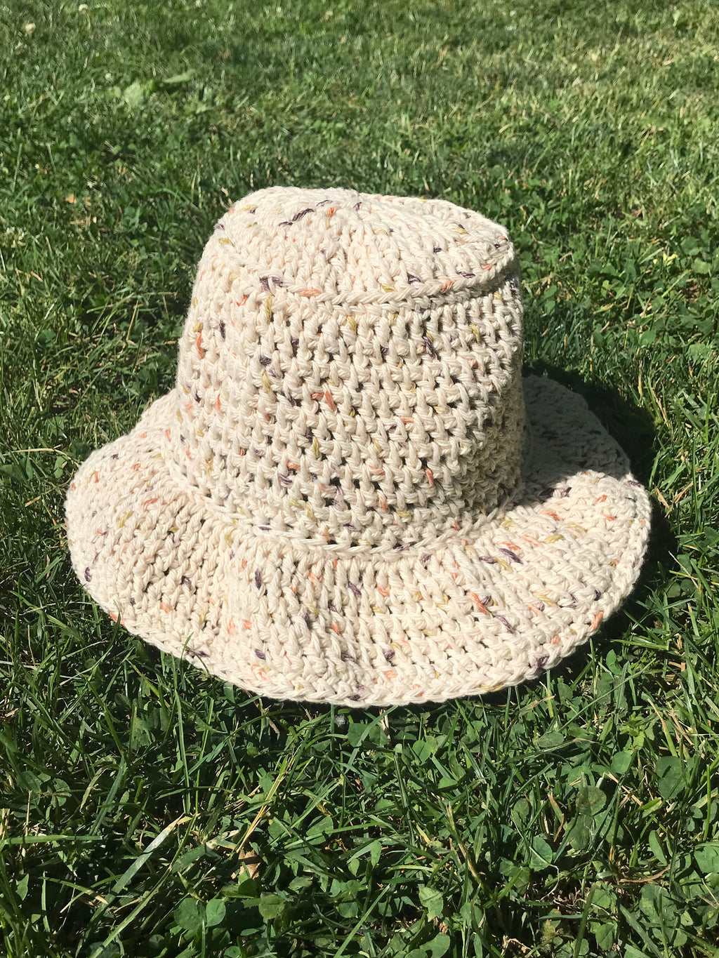 handmade crochet bucket hat in natural beige tan khaki unbleached undyed cotton fleck pattern100% cotton yarn wavy ruffle brim spring summer hat etsy depop pintrest urban outfitters zara aesthetic trend 90s y2k buy for sale cost ideas measurements size material dimensions designs hand crocheted womens adult adults size