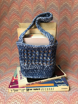Aleksandra McCormack handmade crochet market bag dark blue navy melange space dye speckle tie dye white ivory hand made mini tote bag 100% cotton yarn french market bag farmers market bag design crochet mesh market bag filet market bag everlane filt french farmet bag cotton market bag small business new york city manhattan washinton heights front view image