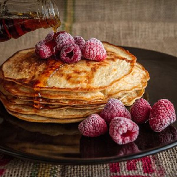 900-maple-syrup-pancakes-rasberries