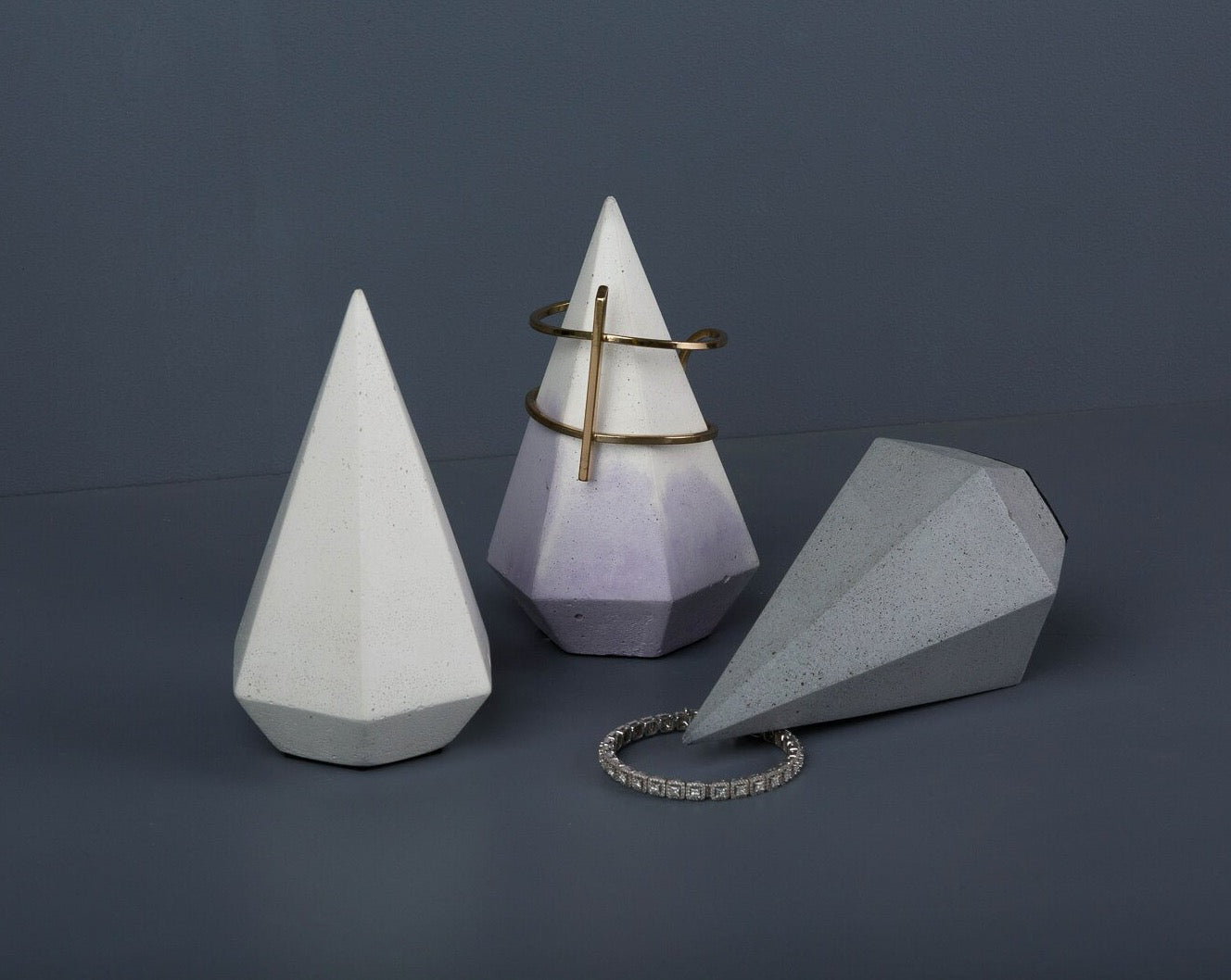 Concrete Light Spire Jewellery Stand - Mauve- White-Eliteearth
