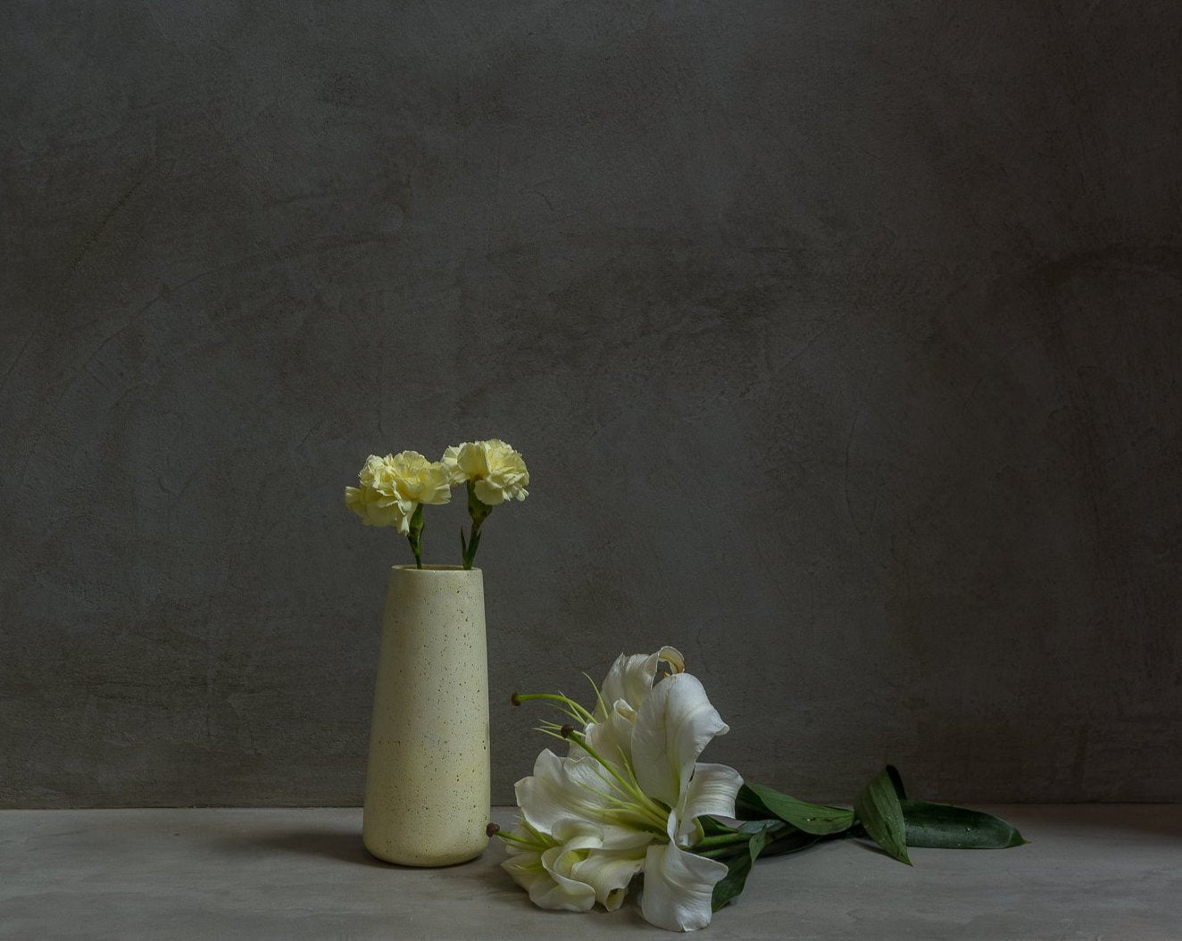 Concrete Tinted Vase in Yellow - Vazo Collection - Eliteearth