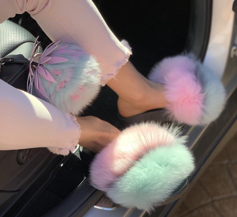 🔥Hot Sale🔥Fur slides sandals slippers available in many colors