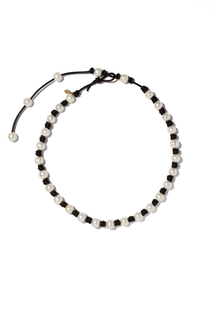 Classic knotted pearl & leather necklace with tail