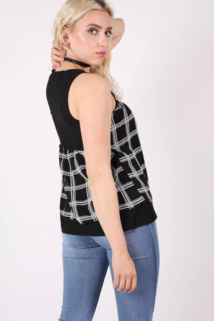 Check Print Sleeveless Top in Black MODEL SIDE