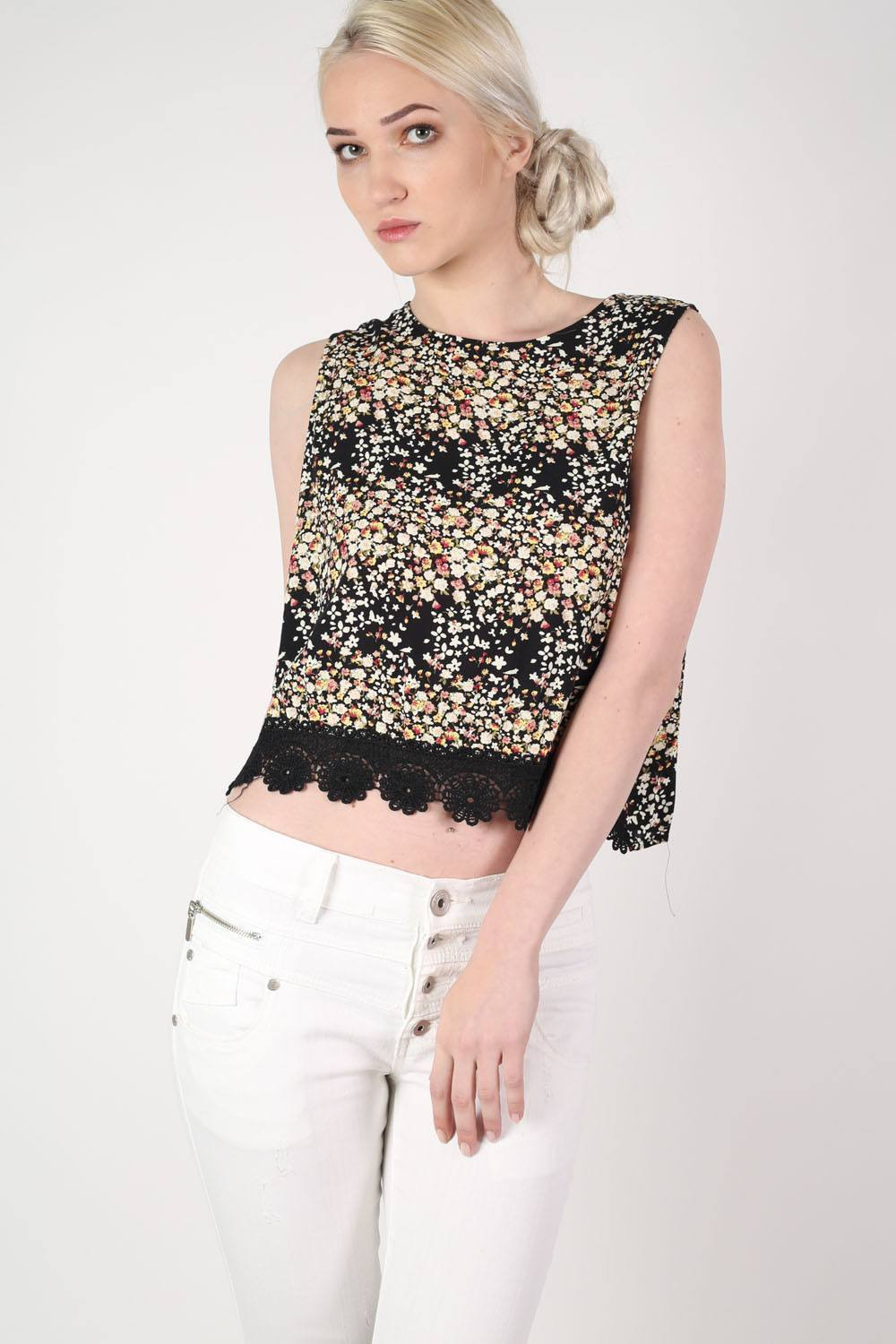 Floral Sleeveless Lace Trim Top in Black 0