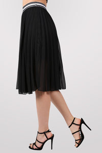 Pleated Midi Skirt in Black 3