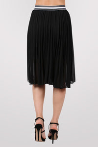 Pleated Midi Skirt in Black 4