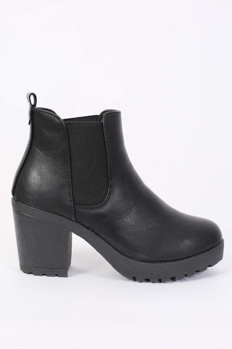 Chunky Heel Pull On Chelsea Boots in Black 4