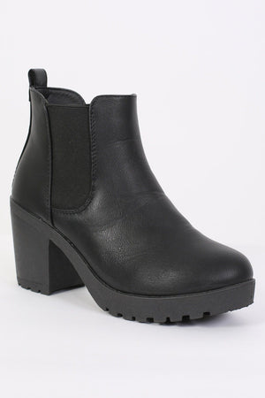 Chunky Heel Pull On Chelsea Boots in Black 3