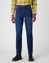 Load image into Gallery viewer, Wrangler Texas Slim Jeans Straight Shot R