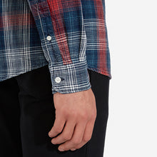 Load image into Gallery viewer, Wrangler Button Down Red and Indigo Check Shirt R