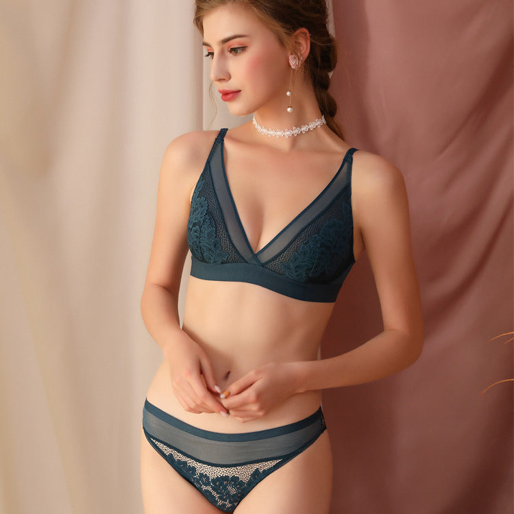 The new French bra triangle cup sexy lace underwear embroidery ultra-thin translucent