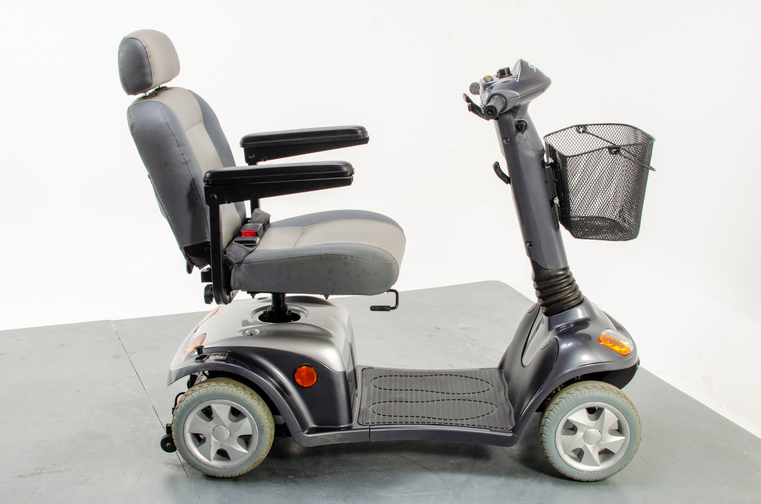 Kymco Super 4 Used Mobility Scooter Pavement Solid Tyres ForU 4mph Lights