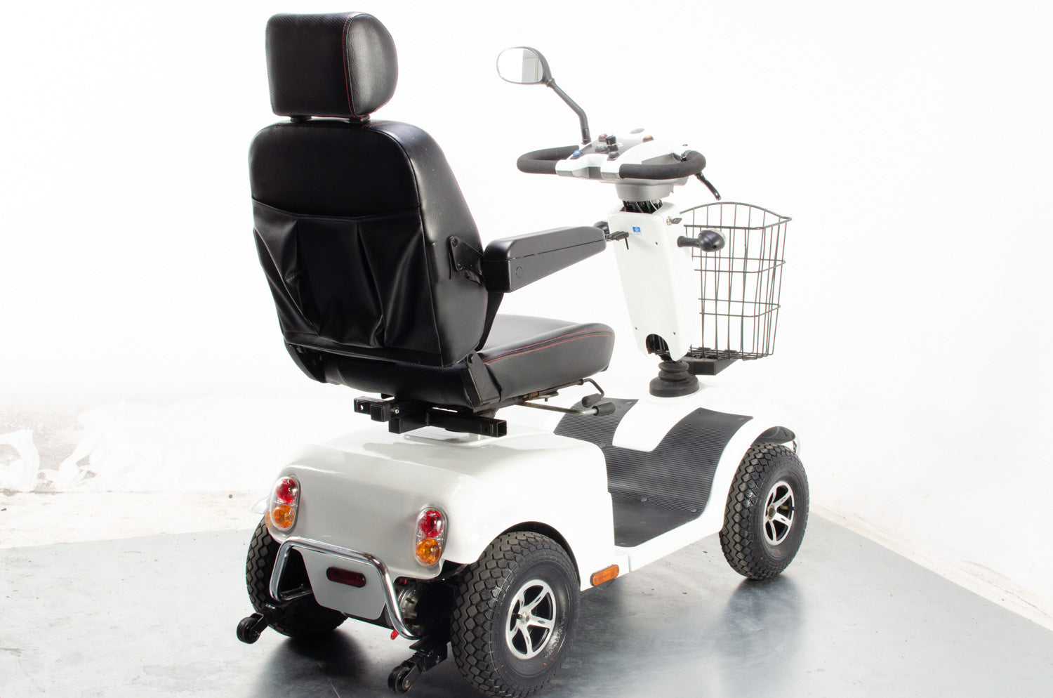 2015 Rascal Pioneer 8mph Large All Terrain Mobility Scooter in White