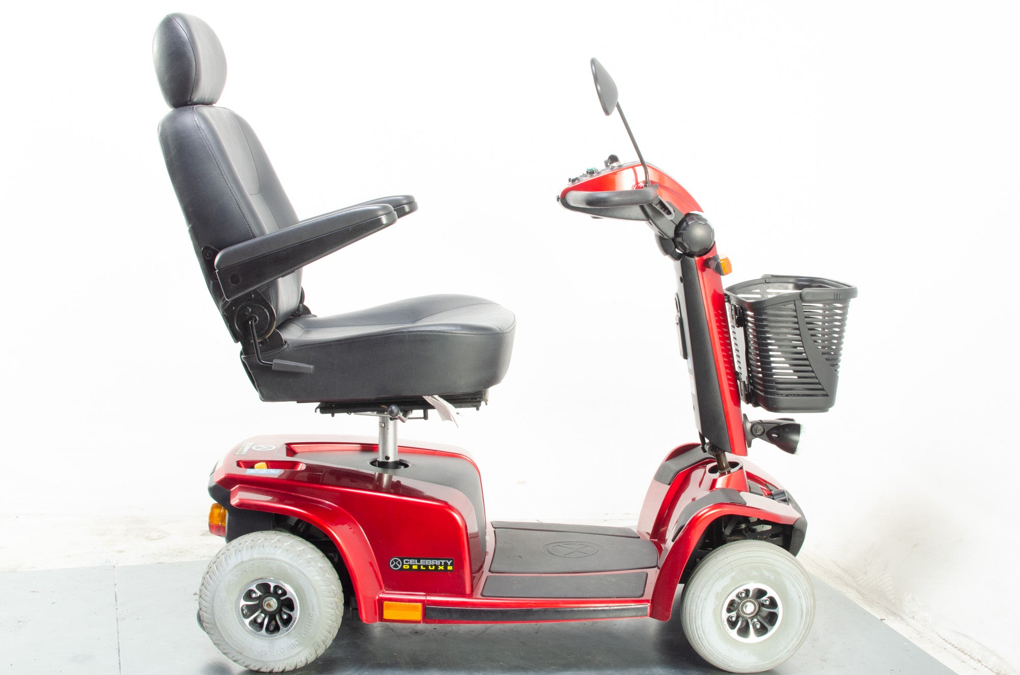 2011 Pride Celebrity X Deluxe Electric Mobility Scooter 4mph Mid Size Red