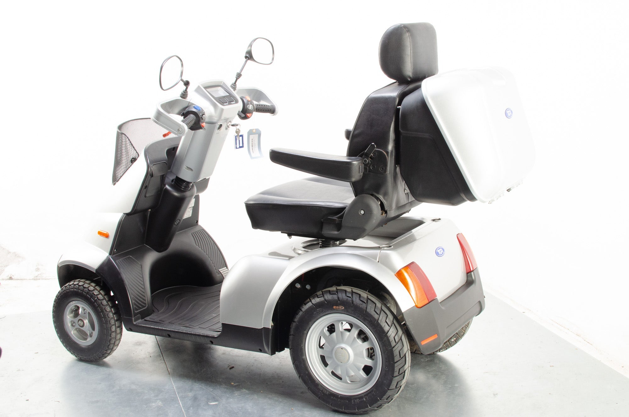 2015 TGA Breeze S4 8mph Large All Terrain Mobility Mobility Scooter