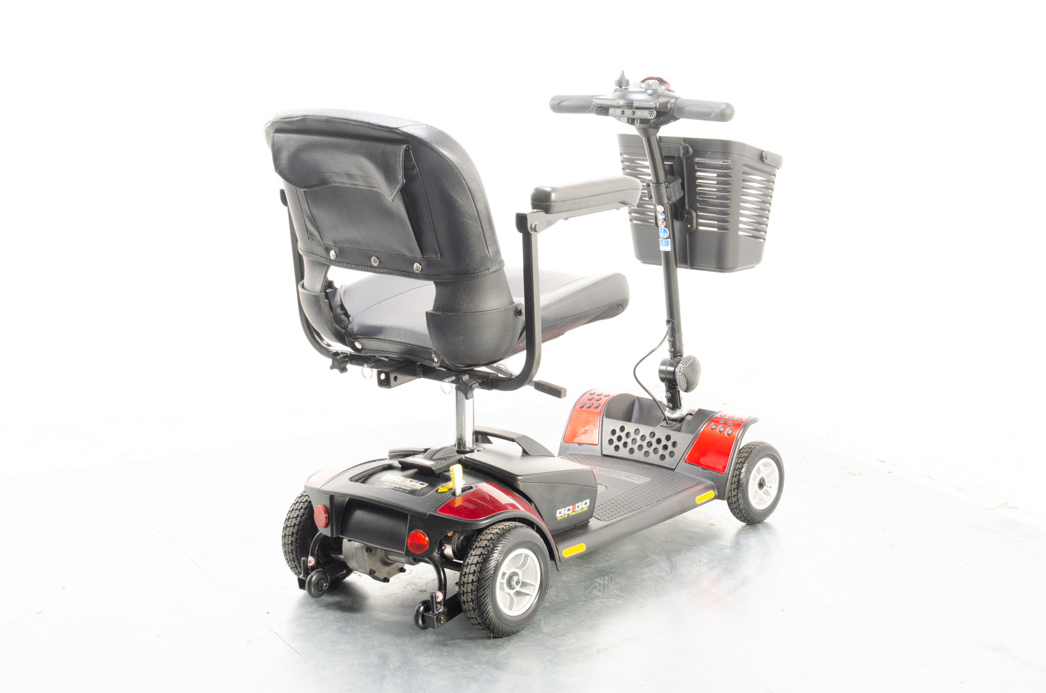 2016 Pride Go-Go Elite Traveller 4mph Transportable Mobility Boot Scooter in Red
